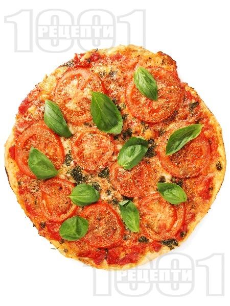 Постна пица Маргарита с домати, сирене моцарела и босилек - снимка на рецептата